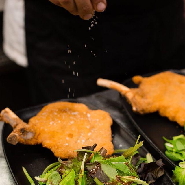 Milanese costoletta: don't call it schnitzel