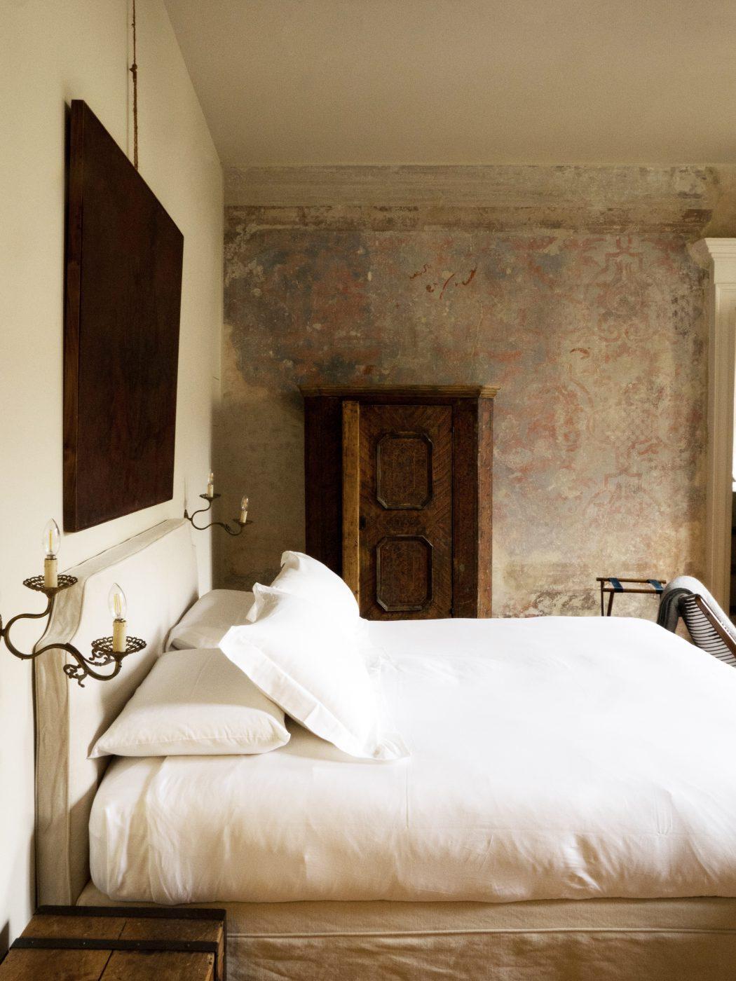 bedroom Palazzo Albricci Peregrini in the Center of Como