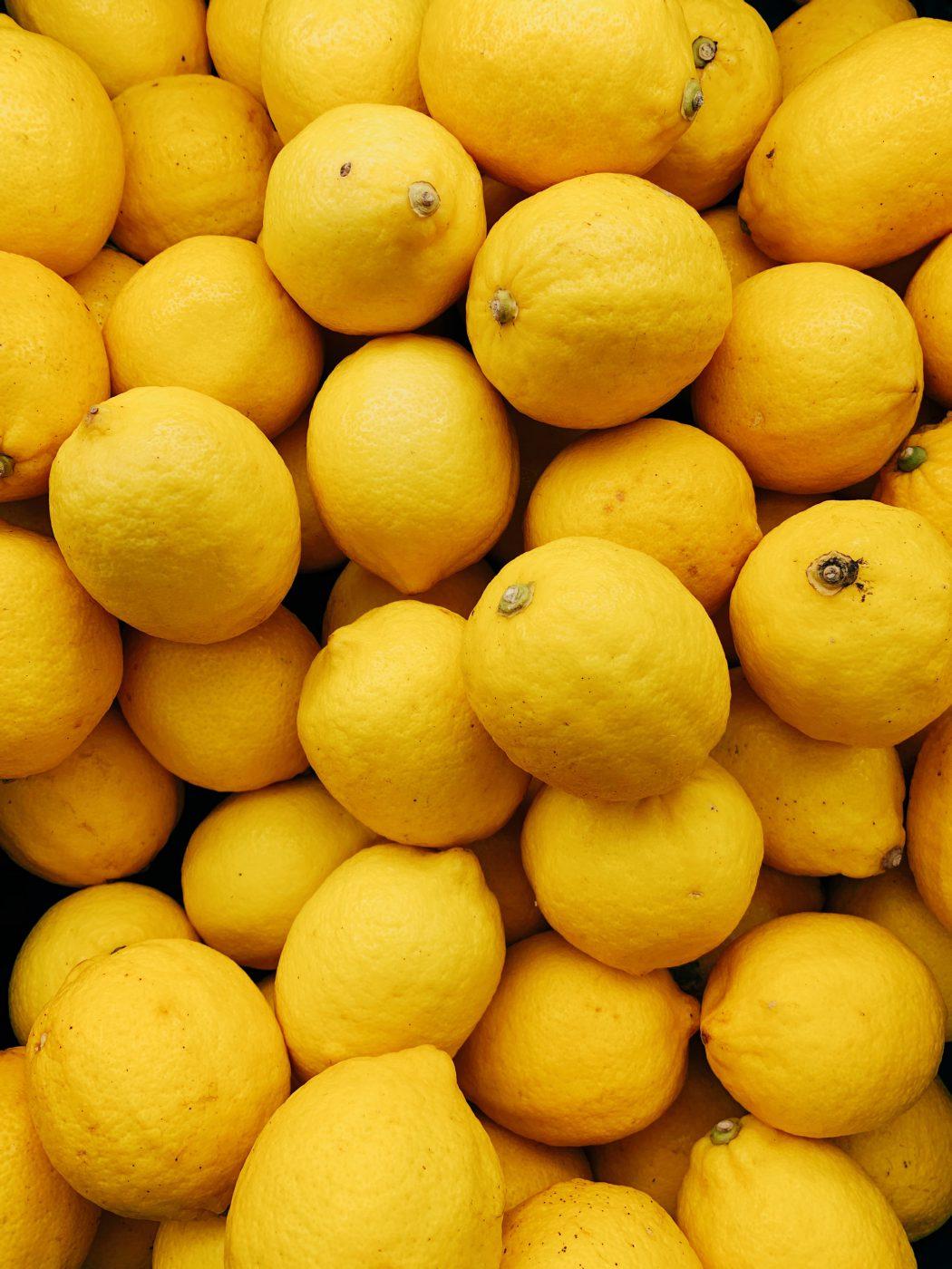 Italian digestivo limoncello