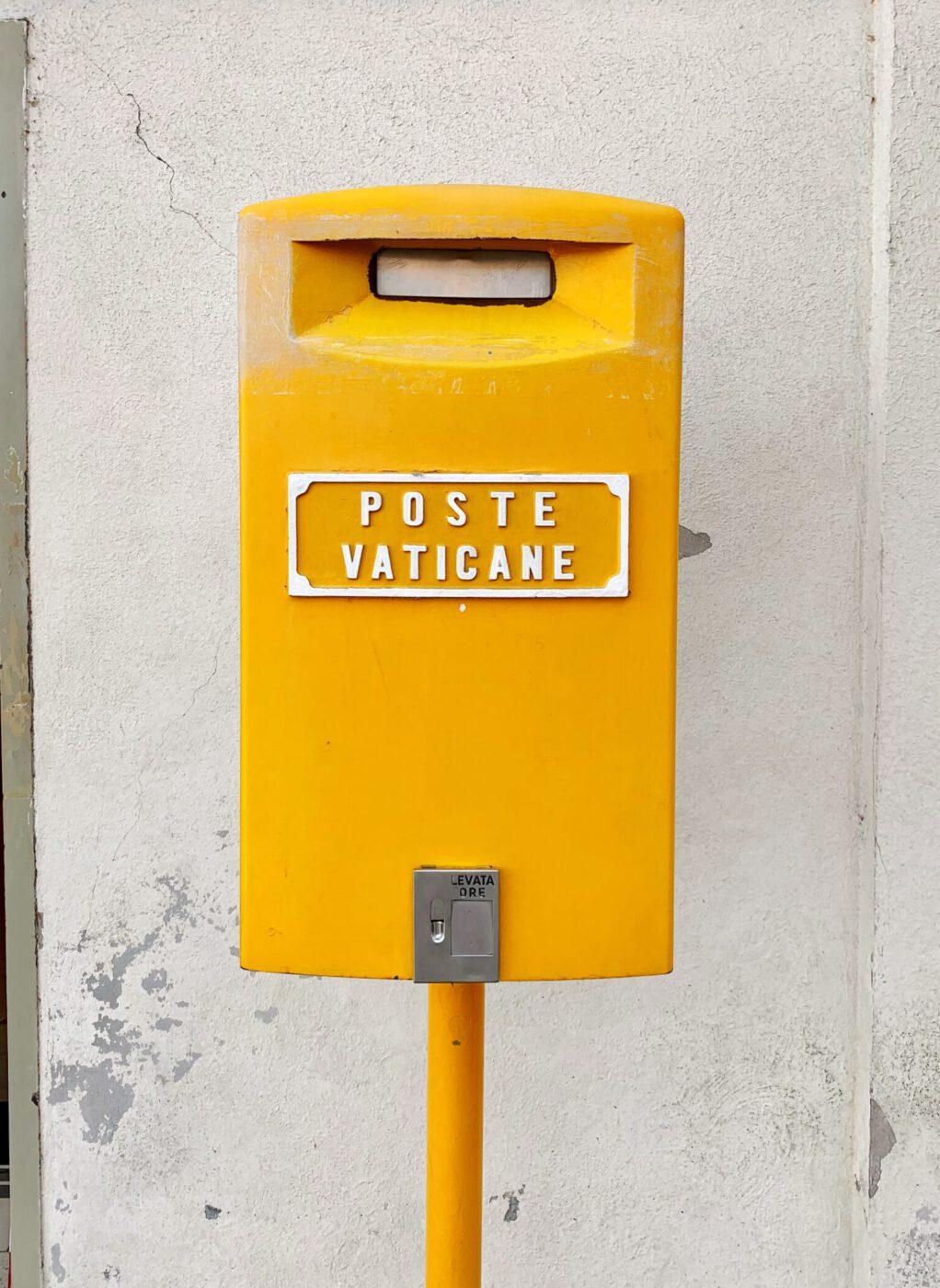 Poste Vaticane Yellow